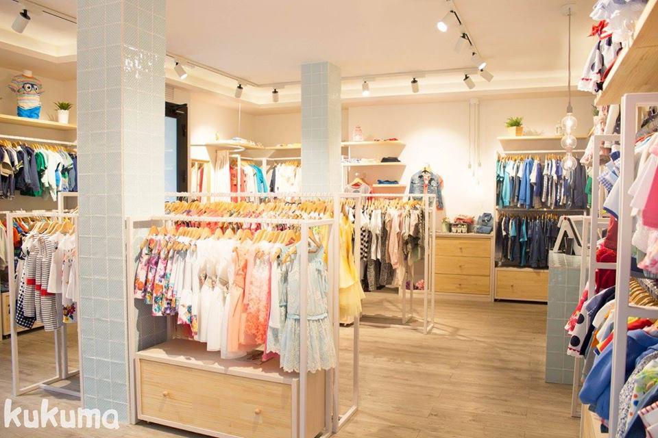 El concepto Ada´s hace referencia a las iniciales de nuestros hijos, en los que nos inspiramos para poder ofrecer al cliente nuestras colecciones, siempre seleccionadas con mucho mimo. En Ada´s – moda infantil, encontrarás ropa de bebé, niña y niño.