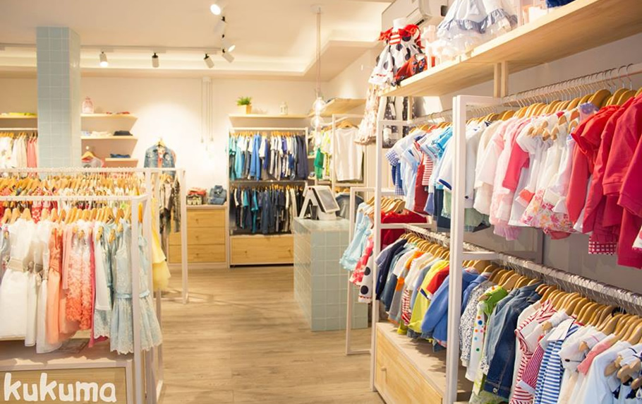 Amplio catálogo de ropa infantil online El catálogo para niños disponible en MalvaRosa está lleno de las marcas más exclusivas y de calidad que existen actualmente en el mercado español. Entre ellas podemos nombrar Noma Fernández, La Martinica, La Amapola y Kauli.